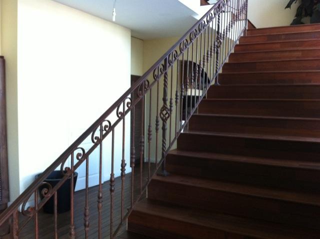 modele d escalier cool rampe escalier moderne fer forg ferronnerie acier var le pradet hyres la. Black Bedroom Furniture Sets. Home Design Ideas